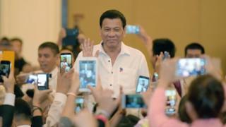Philippine President Rodrigo Duterte greets members of the Filipino community in the Cambodian capital Phnom Penh on 13 December 2016.