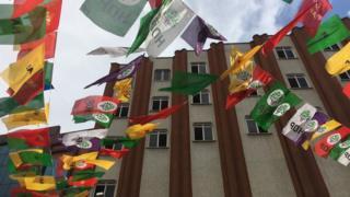 HDP bayrakları
