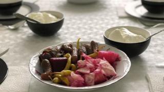 تشكل المخللات مُكوناً رئيسياً من وجبة الطعام المتوازنة والمُغذية في مختلف أنحاء تركيا