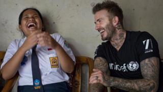 Sripun bercanda bersama David Beckham
