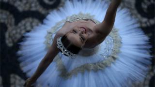 Bailarina dançando em 18 de Dezembro 2017