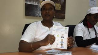 Karani wa shughuli ya kupiga kura katika ubalozi wa Rwanda nchini Kenya