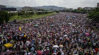 Một cuộc biểu tình phản đối chính phủ tại Caracas, Venezuela ngày 24/4
