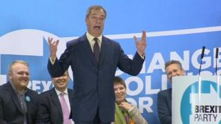 Nigel Farage yn lansiad polisi ymgyrch Gymreig Plaid Brexit ym Mwcle