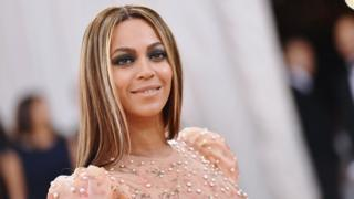 Beyonce go di 'Manus x Machina: Fashion In An Age Of Technology' Costume Institute Gala wey happen for di Metropolitan Museum of Art for New York for 2016
