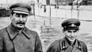 """""""Ежов аларды Сталин союл катары пайдаланганын түшүнгөн, төгүлгөн абийирин басуу үчүн арак ичкен». (Никита Хрущев)"""