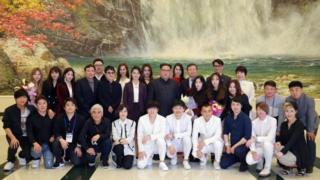 фотографија севернокорејанског лидера и уметника из Јужне Кореје