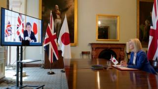 """State for International Trade Liz Truss speaking to Japan""""s Minister for Foreign Affairs Toshimitsu Motegi at the Department for International Trade"""