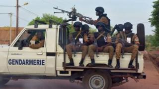 Abapolisi bari kw'irondo mu buraruko bwa Burkina Faso mu mwaka wa 2018