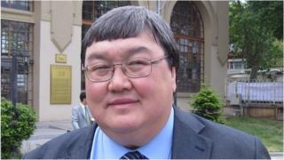 Зайнидин Курманов шайлоо алдындагы лидер кризиси тууралуу Би-Би-Синин Кыргыз кызматына маек куруп берди.