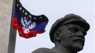 """Ленін і прапор """"ДНР"""""""