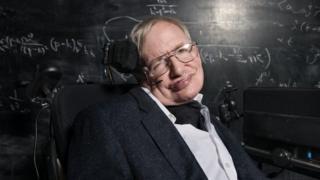 Stephen Hawking ayaa ku uruursaday gaariga curyaamiinta