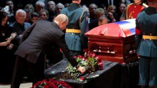 Владимир Путин на прощании с Кобзоном