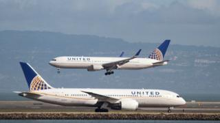 United Airlines planes