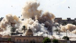 Smoke rises after a house is blown up during an operation by Egyptian security forces in the Egyptian border town of Rafah (29 October 2014)
