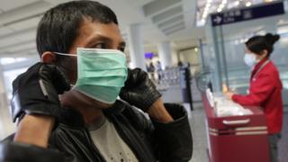 香港特首表示已經加強出入境管制站的防疫措施,但目前沒有仿效台灣和澳門,在機會重新檢查來自武漢的乘客。(資料圖片)