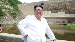 김정은 북한 국무위원장이 함경북도 어랑군의 수력발전소인 어랑천발전소 건설현장을 시찰했다고 노동당 기관지 노동신문이 17일 보도했다