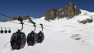 Foto de archivo del teleférico en Mont Blanc