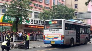 福建龍岩發生公交車劫持事件,官方通報稱事件已造成8人死亡。