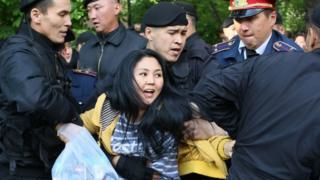 Задержание активистки в Алма-Ате