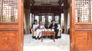 Đây là lần thứ hai Chủ tịch Tập Cận Bình tiếp đón Thủ tướng Modi ngoài Bắc Kinh