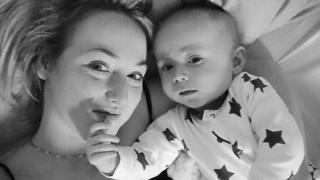 莎拉‧博伊尔和儿子泰迪