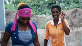 为中国基建企业工作的两名埃塞俄比亚妇女