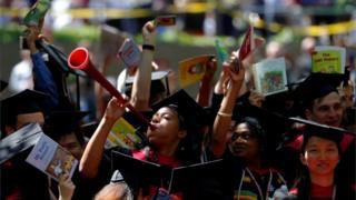 하버드대학교는 입시 과정에서 인종차별을 한다며 제소를 당한 상태다