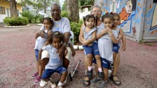 Convivência entre idosos e crianças na Cidade de Deus