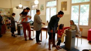 Eleitores votam