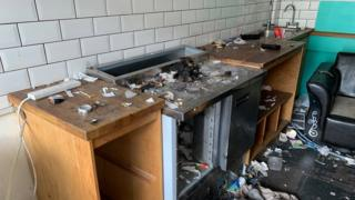 Damaged catering unit
