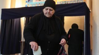 Голосование на участке в Сухуми, 12 марта 2017 года