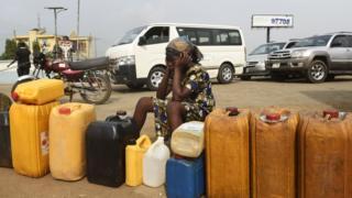 Woman wey wan buy fuel