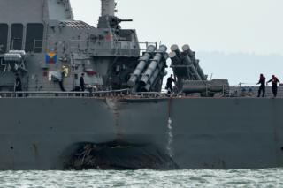 เรือพิฆาตยูเอสเอส จอห์น แม็คเคน เกิดชนเข้ากับเรือบรรทุกน้ำมันอัลนิก เอ็มซี เมื่อวานนี้