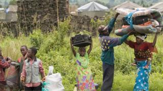 Des réfugiés près d'un camp à 35 km de Goma en 2008.