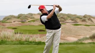 特朗普打高尔夫球