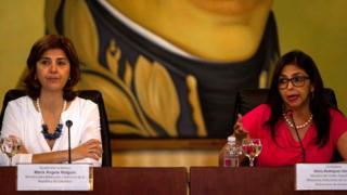 Las cancilleres de Venezuela, Delcy Rodríguez (derecha), y de Colombia, María Ángela Holguín