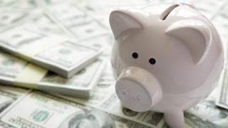 Billetes y artefacto para ahorrar