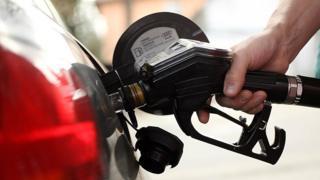 لماذا انتشرت ظاهرة تهريب الوقود في الضفة الغربية؟