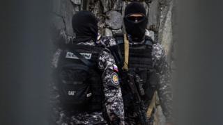 Oficiales del Sebin.