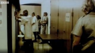 Imagem das gravações do experimento em 1971 e reproduzidas em reportagem da BBC em 2011