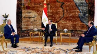 Mısır Cumhurbaşkanı Sisi, istihbarat şef, Abbas Kamel ve General Halife Hafter, Nisan 2019'da Mısır'da bir araya geldi