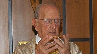 Marcial Maciel, katika picha mwaka 2005, akiwa anaongoza misa mjini Rome