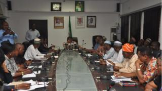 Monday night ASUU meeting wit di Minister of Labour and Employment, Sen. Chris Ngige for Federal Ministry of Labour inside Abuja to solve di strike mata.