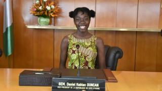 One of the 51 best Ivorian students of the school year 2016-2017, seated in the place of Ivorian vice president Daniel Kablan Duncan during the first visit to the Cabinet room at the presidential palace in Abidjan.