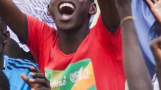 Les supporters du Soudan du Sud après un deuxième but lors du 1er match de qualification du CHAN contre la Somalie à Juba, le 30 avril 2017