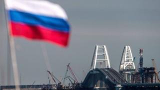 Крымский мост и флаг