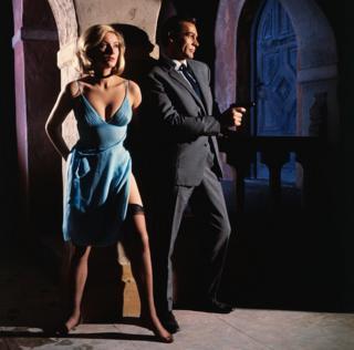 شون کانری (جیمز باند) و دانیلا بیانکی (تاتیانا رومانووا) در فیلم از روسیه با عشق