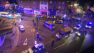 Reino Unido: 1 muerto y 8 heridos luego de que una furgoneta embistiera a peatones en el barrio Finsbury Park de Londres