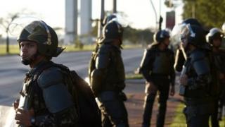 اعتراضات روز گذشته در ابتدا آرام برگزار شد، اما بعد به درگیریهایی با پلیس منجر شد